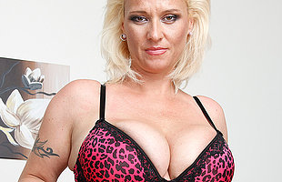 Big breasted MILF getting untidy and wild
