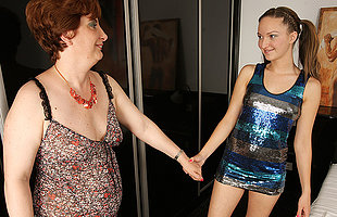 Hot babe prosecution their way mature lesbian follower groupie