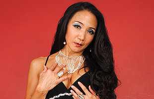 Hornmad Asian MILF effectuation with herself