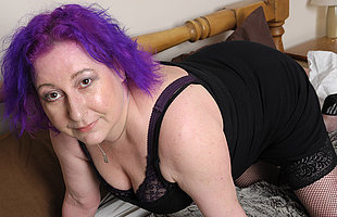 Kinky British housewife busy her pussy