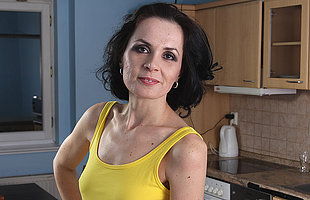 Mature housewife still likes with respect to work out that pussy