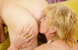Several mature sluts sharing one creampie
