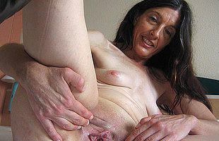 Blistering mature Mercedes takes the hand on herself