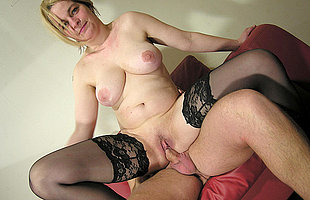 Horny mature slut fucking and getting her tits creamed