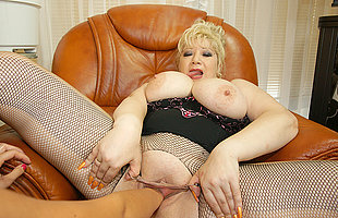 Kinky big titted mama gets shabby fisted