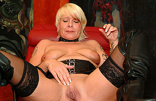 Kinky mature slut fisting yourself