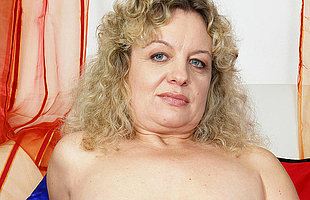 Chubby mature slut effectuation with herself