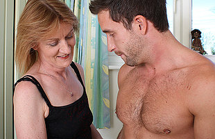 Sexcrazed mature mama fucking the ladys man hunt down door