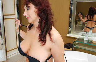 Horny housewife getting extra wet in her bathtub