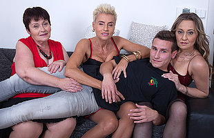 Three mature sluts tract one hard bushwa in a foursome