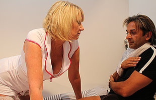 Horny British carefulness gives her patient the full analgesic