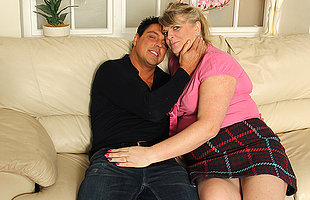 Chubby housewife fucking together with sucking surpassing her couch