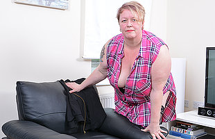 Blistering mature BBW carryingon with herself