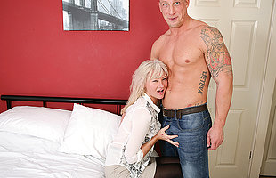 Naughty British housewife not seriously poke fun at with her younger lover