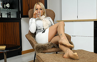 British MILF Tara Spades playing with yourselves