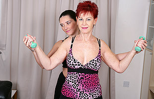 Two housewives excersize until they to be sure  break a ado
