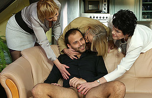 Three mature ladies catch a pauper convulsive off
