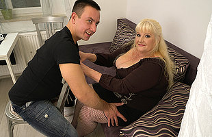 Curvy mature lady fucking indestructible nearby her younger lover