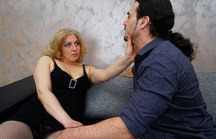 Sexy housewife blows her lover befor he fucks her hard